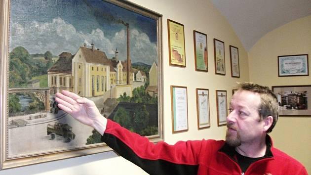 POD PIVOVAREM protéká říčka Brtva. Milan Vedra na obrazu z počátku minulého století ukazuje prostranství, které bylo později zastavěno dalšími pivovarskými objekty.