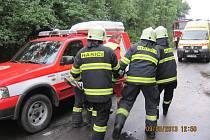 S TĚŽKÝM ZRANĚNÍM skončila v nemocnici třiadvacetiletá řidička osobního vozu Hyundai Getz, která se v pondělí odpoledne snažila vyhnout chodkyni na silnici u Dobrušky. Při předjíždění však zachytila autem o protijedoucí náklaďák.