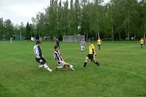 DOMÁCÍ hřiště futsalistům FCS Dobruška moc nesedělo. S Vernéřovicemi uhráli bod a Zbečníku  podlehli.
