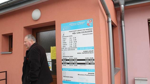 """""""Pomozte nám zajistit zubaře,"""" žádá petice Doudleb a okolních obcí."""