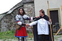 Na hradě Potštejn řádila tlupa loupeživých rytířů.