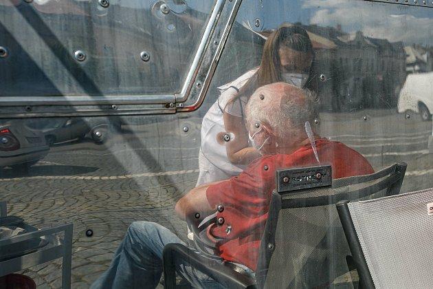 Znávštěvy karavanu mobilního očkovacího týmu ve Vamberku.