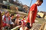 ěvčata na Rychnovsku berou svůj svátek jara naprosto vážně, a tak nebyly výjimkou ani skupinky, které si vytyčily návštěvu hned několika desítek chlapeckých adres
