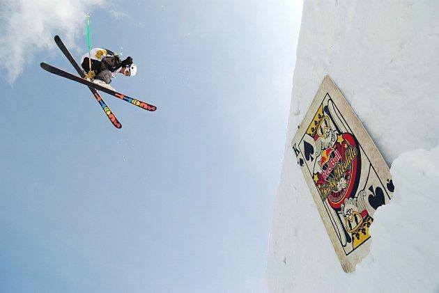 Snowpark Iguana na sjezdovce v Deštném byl dějištěm evoluce českého freestyle lyžování. Závodu Red Bull Tricky Roulette se zúčastnilo třináct top českých jezdců a osm zahraničních hostů z USA, Skotska, Německa, Slovinska, Slovenska a Polska.