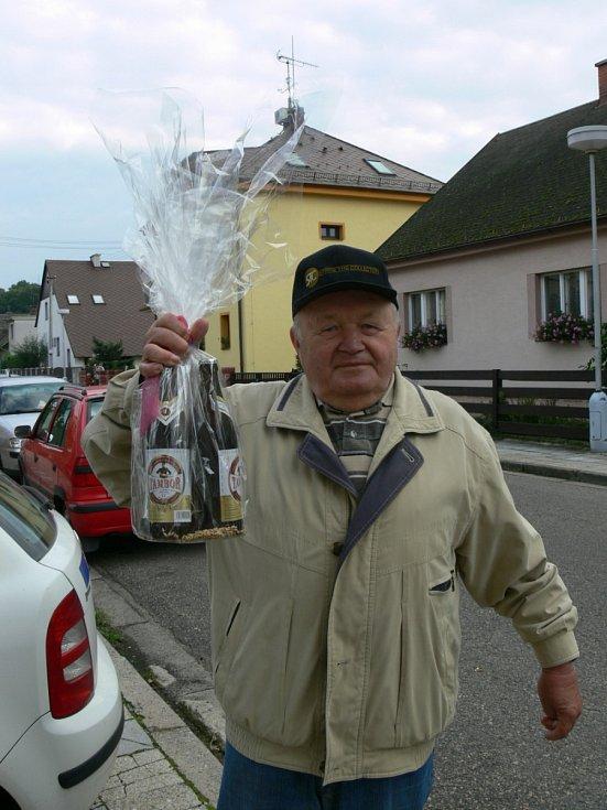 PRVNÍ KOLO: Zdeněk Lohniský    z Týniště nad Orlicí.