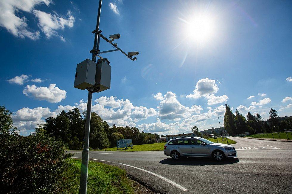 Radary v Dobrušce fungují teprve pár měsíců pokuta už přisla stovkám řidičů, město již vybralo miliony na pokutách, a kvuli četnosti porušení předpisů musela najmout další zaměstnance a radary nechat puštěné jen tri dny v týdnu.