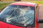 Nehoda muže na mopedu s BMW