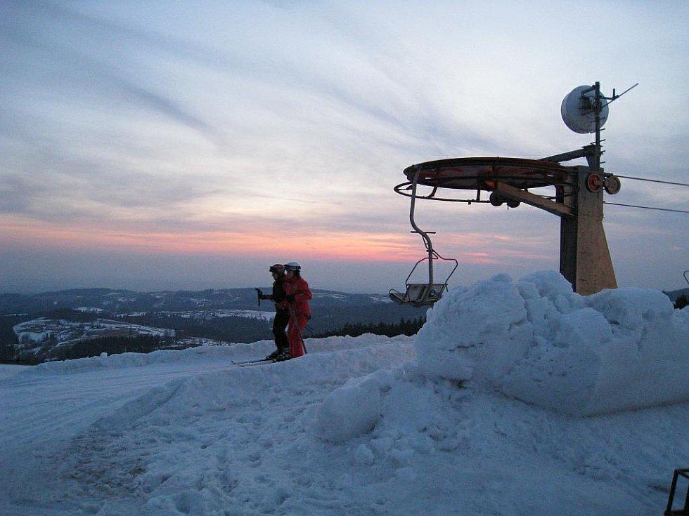 Noční lyžování v Deštném v O. h.