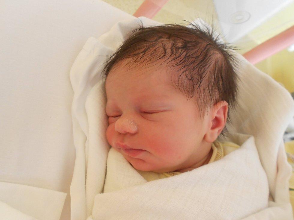 MICHAELA ŠÍCHOVÁ se narodila 2. září ve 4.40 hodin. Měřila 50 cm a vážila 3200 g. Velmi potěšila své rodiče Kláru a Jakuba z Rychnova nad Kněžnou. Tatínek byl u porodu.
