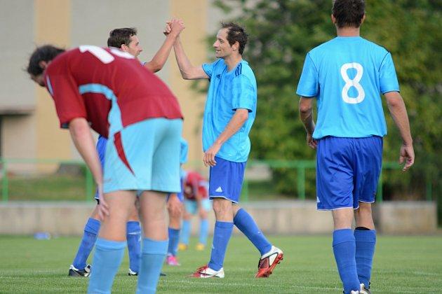 RADOST. Solničtí fotbalisté pokračují ve vítězné sérii. V šestém kole porazili na domácím trávníku Voděrady 4:0 a bez ztráty bodu vedou tabulku nejvyšší okresní soutěže.