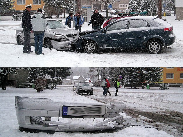 VIDEO: NAŠTĚSTÍ BEZ ZRANĚNÍ skončil střet dvou osobních vozidel uprostřed sídliště Trávník v Rychnově nad Kněžnou.
