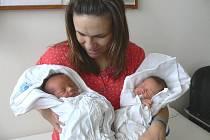 IGOR A ALBERT: Rodiče Ludmila a Martin Zevelovi ze Zdobnice  mají hned dvojitou radost z narození synů Igora a Alberta. Narodili se 5. 11., Igor v 8.51 hodin (2,95 kg a 49 cm) a Albert v 8.53 hodin (2,58 kg a 47 cm).