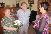 Vedení obce Mokré nezapomnělo na své občany, kteří v těchto dnech oslavili již 55 let společného života.