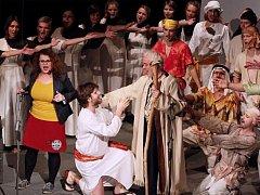 Týnišťský divadelní podzim je přesně v polovině.