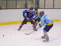 FAVORIZOVANÍ hráči HC Rychnov podle očekávání v semifinále Rychnovské hokejové ligy vyřadili tým HC Predátoři Potštejn a ve finále se střetnou s HC Častolovice.