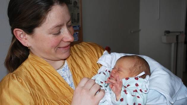 MIRIAM: Marie a Josef Barešovi z Bystrého se těší z narození třetího potomka. Dcera Miriam přišla na svět 18. března 2009 ve 14.22 hodin (3,38 kg, 48 cm). Rodiče o pohlaví svého dítěte dopředu věděli.  Na sestřičku se doma těší  bratři Benedikt a Ignác.