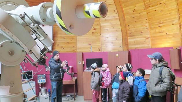 Žáci 1. stupně ZŠ Opočenská v Dobrušce navštívili královéhradecké planetárium.