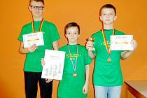 Medailisté - zprava vítěz VC Marek Nosál, celkově třetí Pavel Kumpošt a bronzový Jan Horák.