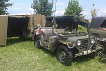 ATRAKTIVNÍ VOJENSKÁ TECHNIKA dorazí do Houdkovic. Návštěvníci se budou moci svézt třeba v bojovém vozidle pěchoty (vpravo).