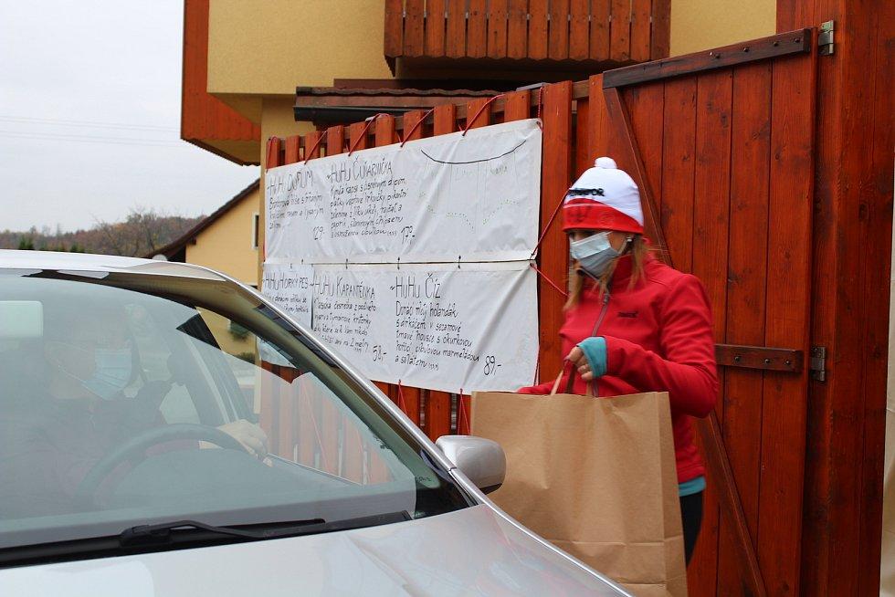 U Hubálků v Kostelecké Lhotě rozjeli HuHu Drive. Foto: Deník/Jana Kotalová