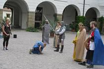 Táborníci z Mělčan se nechali na zámku pasovat na rytíře