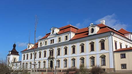 Zámek má mimo jiné novou fasádu. Foto: Deník/Jana Kotalová