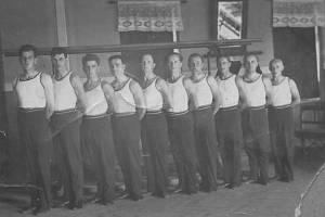 Bystré se nachází necelých 8 kilometrů severovýchodně od Dobrušky. Původní jméno obce bylo Zákraví. Na archivním snímku vidíme cvičence družstva Sokol Bystré v 30. letech.