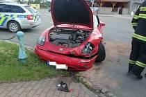 Střet aut skončil pomačkanými plechy.