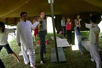 Cvičení jógy v Synkově - Slemeně