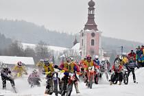 """START. Na dobřanském závodišti """"U hradu"""" vyvrcholí dnes šestidílný seriál mistrovství České republiky v motoskijöringu. Diváci se mohou těšit na dramatické souboje."""