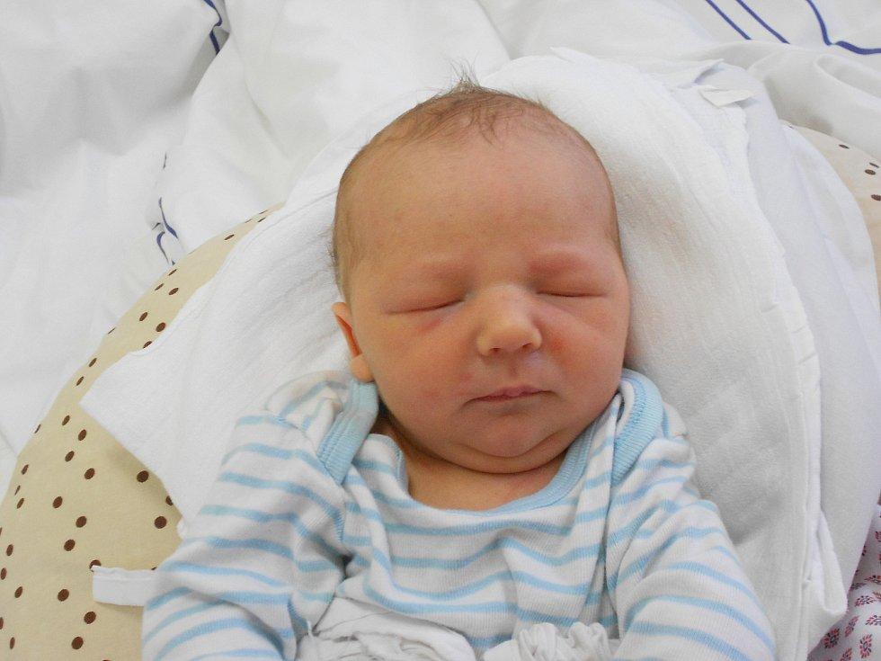 Timothy Kacer přišel na svět 4.1. 2021 v5:45 hodin. Vážil 3620 g a měřil 52 cm. Hrdí rodiče Pavlína a Jaroslav Kacerovi jsou zBrna. Tatínek byl u porodu velkou podporou.