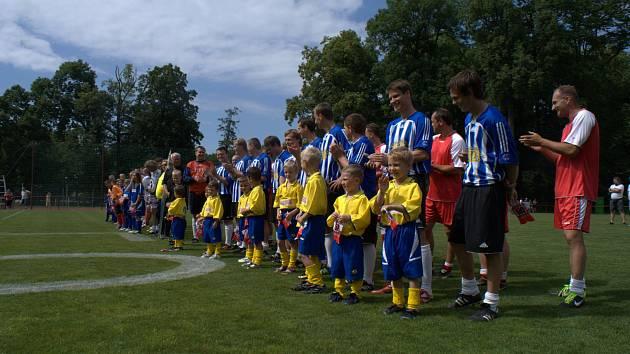 Padesáté výročí svého založení oslavili fotbalisté TJ Sokol Černíkovice sobotním zápasem s Menšíkovou jedenáctkou.
