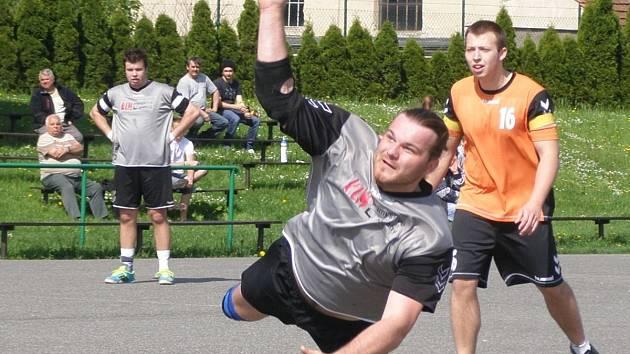 Dobrušský házenkář Josef Tomáš zaznamenal v utkání s Chropyní málo vídaných 19 branek!