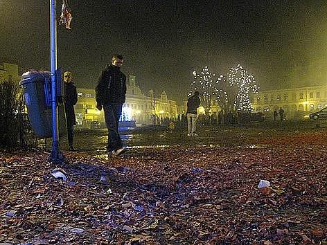 Rychnovské Staré náměstí v 00.30 hodin 2010.