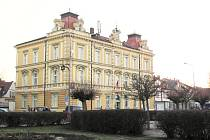 Opočno - budova městského úřadu na Kupkově náměstí.