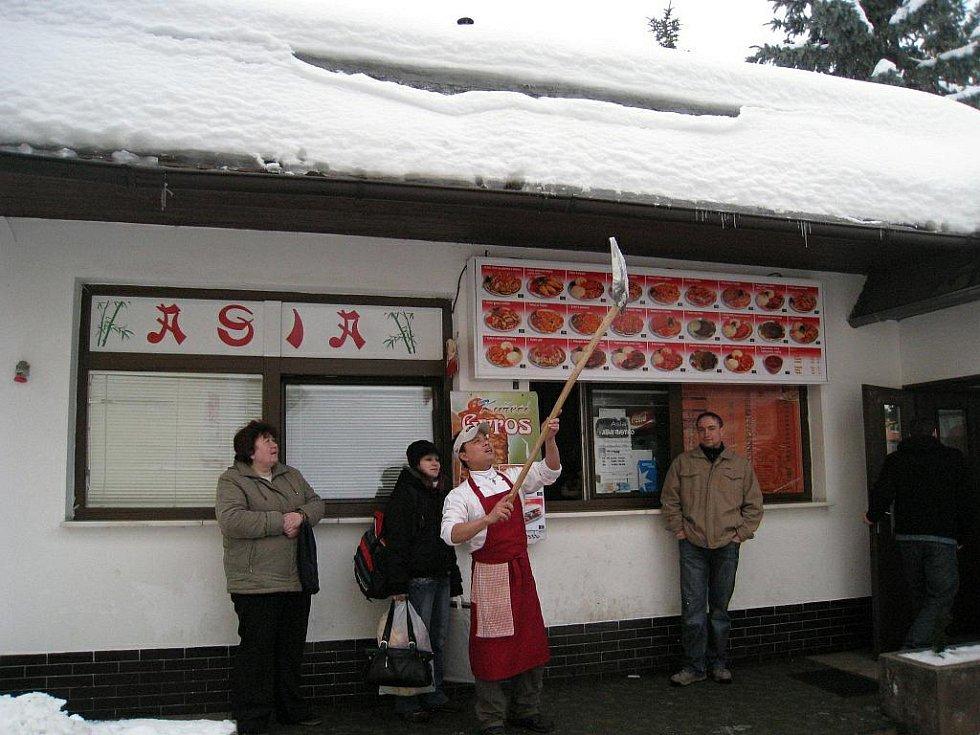 Šéfkuchař z rychnovského Asia bistra David Hoang z Vietnamu viděl sníh poprvé až v Česku. Teď ho odhazuje každý den.