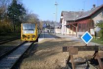 Železniční zastávka v Rokytnici v O. h. má nové nástupiště.
