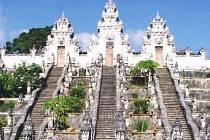 Ve své prezentaci ukázal Jiří Hruška i krásy chrámu Lempuyang, který se nachází na severovýchodě ostrova Bali.