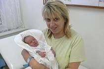 KRISTIÁN: Rodiče Miluše a Miloš Kotyzovi z Pekla nad Zdobnicí se radují z narození syna. Kristián musel na svět přijít císařským řezem. Narodil se 1.12. v 8.44 hodin (1,90 kg a 43 cm). Tatínek byl u porodu a zvládl to úžasně.