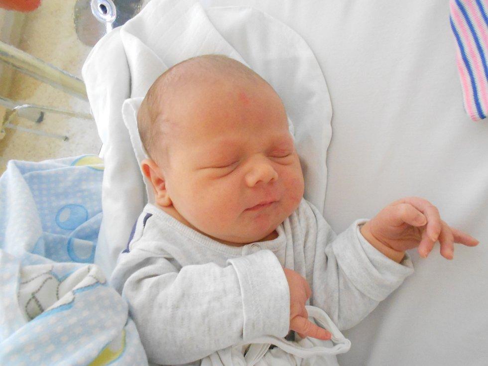 Martin Kupec se narodil 16. 2. 2021 v11:37 hodin. Měřil 51 cm a vážil 3580 g. Hrdí rodiče Lenka a Richard Kupcovi jsou zTýniště nad Orlicí. Na Martina doma čekala i sestřička Ella. Tatínek byl u porodu.