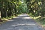 Silnice mezi Kostelecem nad Orlicí a Čermnou nad Orlicí plná výmolů.