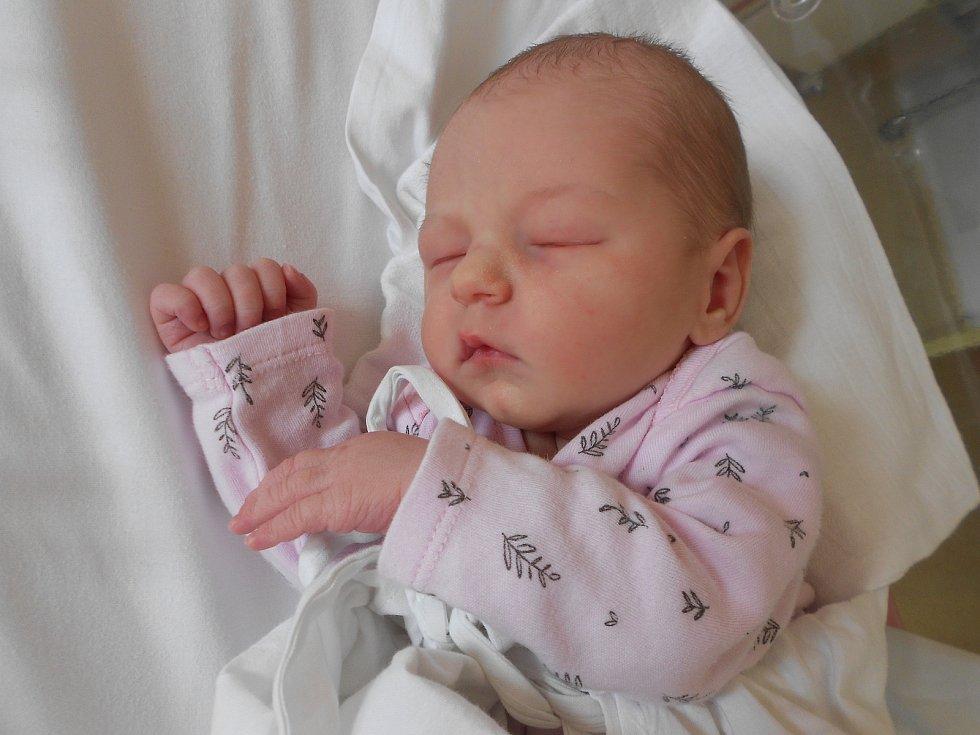 MICHAELA CVEJNOVÁ poprvé spatřila světlo světa 3. června v 10.26 hodin. Měřila 52 cm a vážila 3050 g. Radost udělala svým rodičům Monice a Miroslavu Cvejnovým z Dobrušky. Doma se těší bráška Miroslav. Tatínek to u porodu zvládl skvěle.