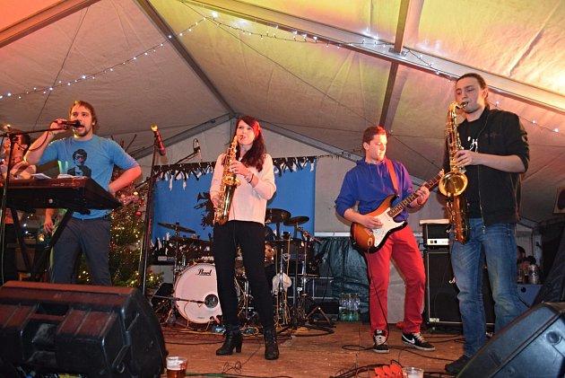 Pořádající kapela Band-a-ska v akci.