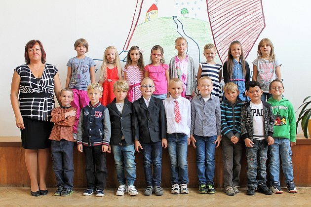 Žáci 1.třídy ze ZŠ T. G. Masaryka Borohrádek spaní učitelkou Janou Chlandovou.