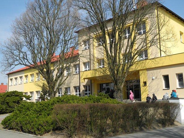 Základní škola TGM Borohrádek.
