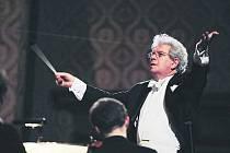 Dirigent Jiří Bělohlávek.