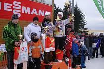 STUPNĚ VÍTĚZŮ. V Horním Rýmařově vyhráli Josef Mňuk s Filipem Langrem a zvýšili svůj náskok v průběžném pořadí MČR.