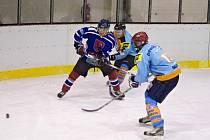 Hokejové souboje na rychnovském ledě v UNET lize.