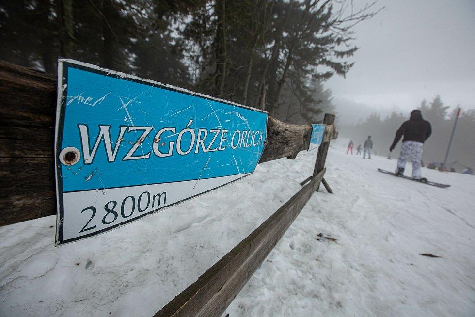 Pátý únor na sjezdovkách v polském Zielenci (česko-polská hranice Orlických hor)