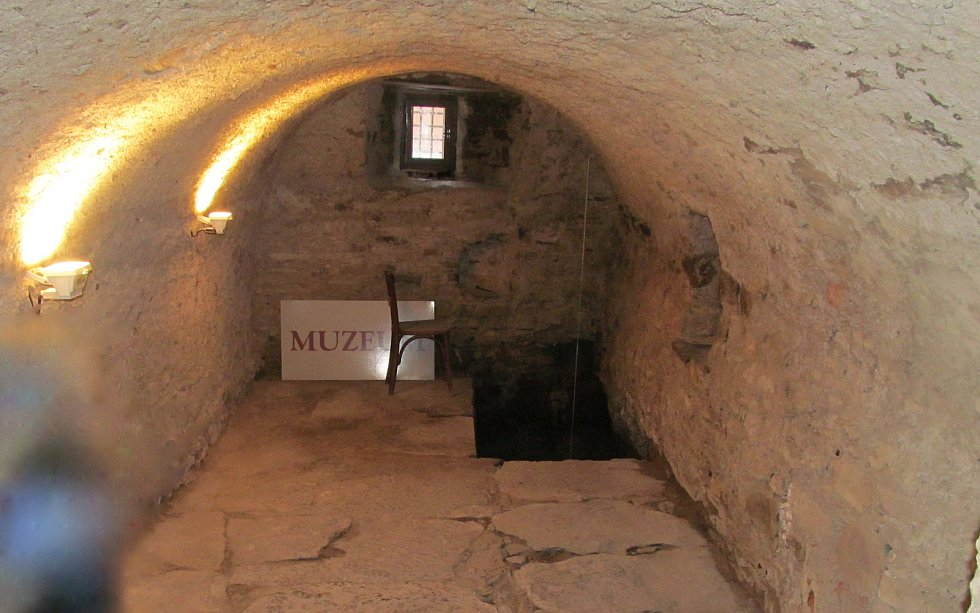 Z muzea, v bývalém rabínském domě se dochovala mikve.